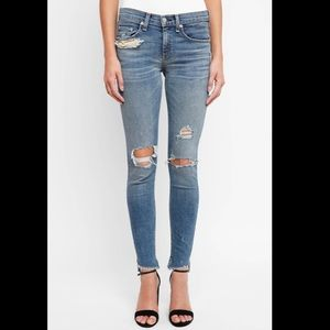 Rag & Bone 10 in. Skinny's distressed Commodore